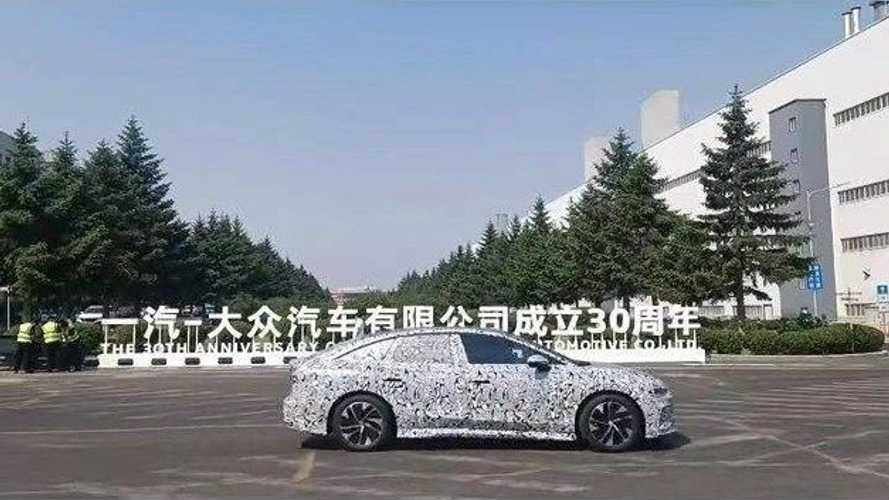 Новый Volkswagen Aero B запечатлили на шпионских снимках