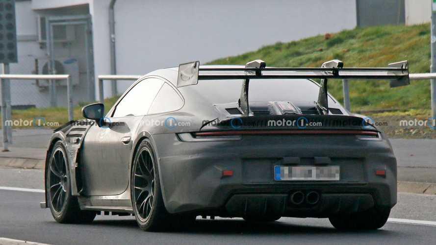 Porsche 911 GT3 RS ve devasa kanadı, casuslarımıza yakalandı