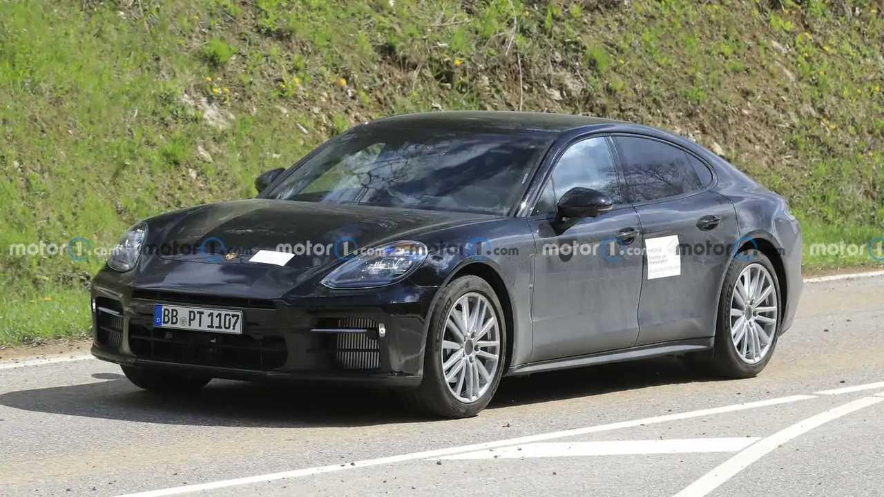Porsche Panamera prototype spied in Germany