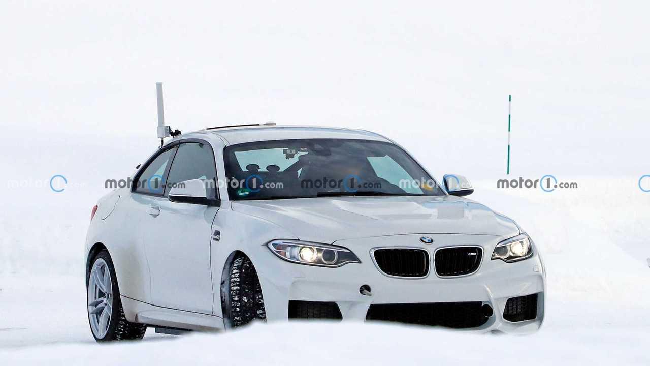 BMW M2 Elettrica, spy photos
