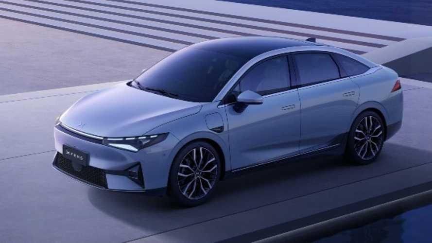 Xpeng 100.000'inci otomobilini kutluyor