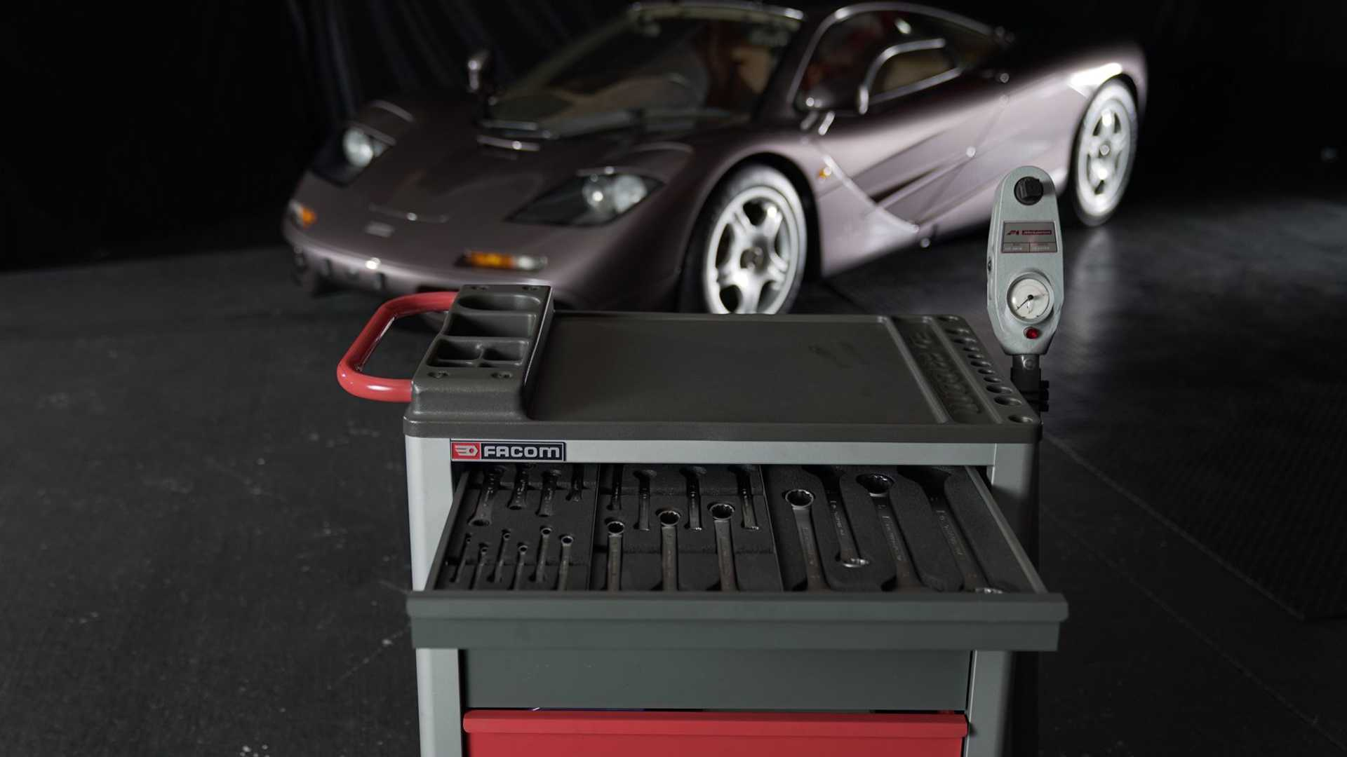 1995 McLaren F1 Gooding And Company Auction 2020 Tools