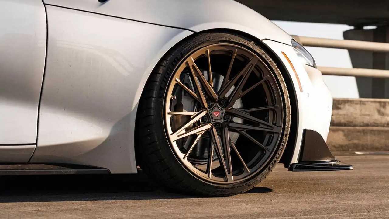 Toyota Supra Pada Roda Vossen Perunggu