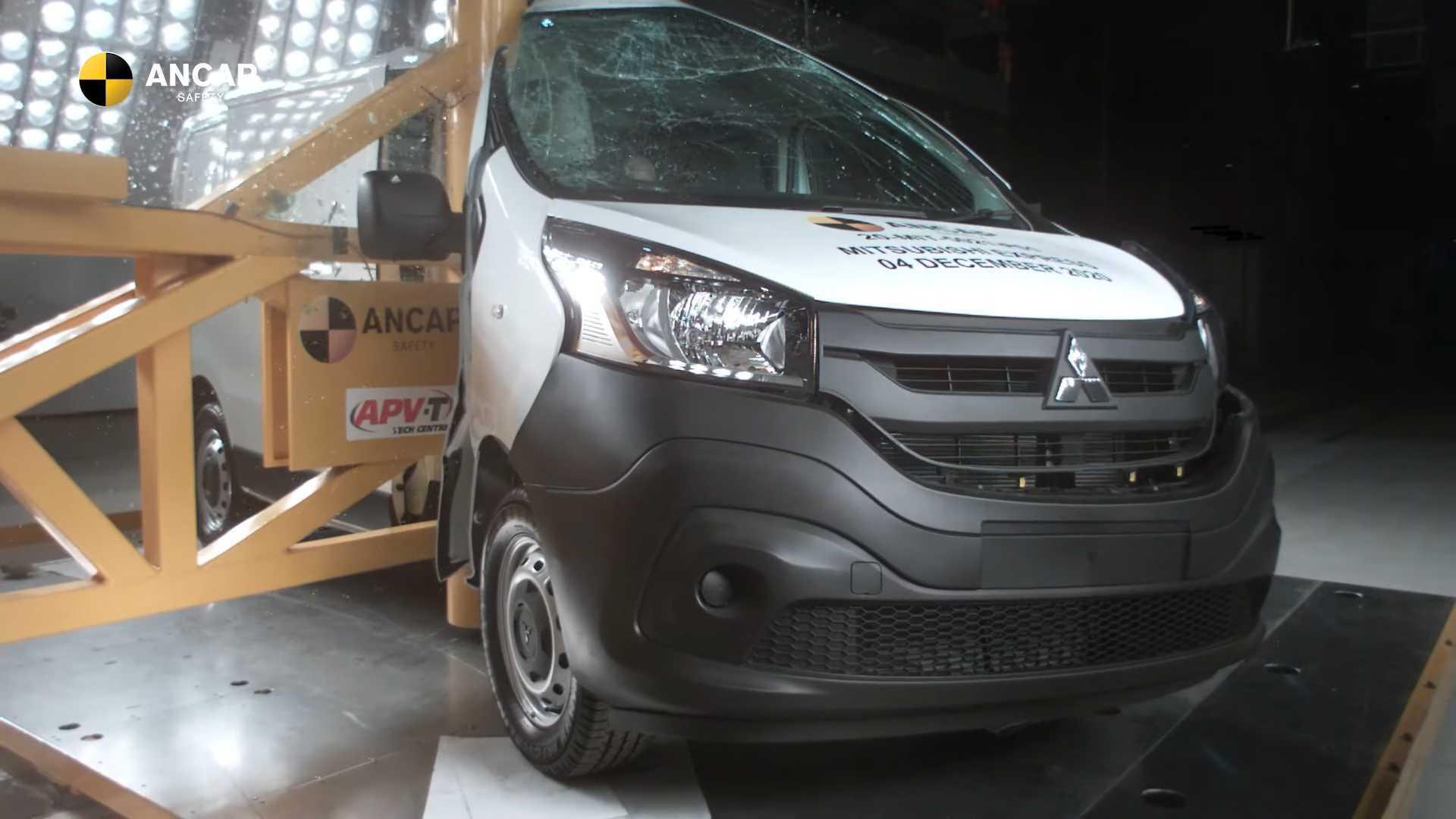 Краш-тест Mitsubishi Van Bombs получил нулевую оценку в Австралии