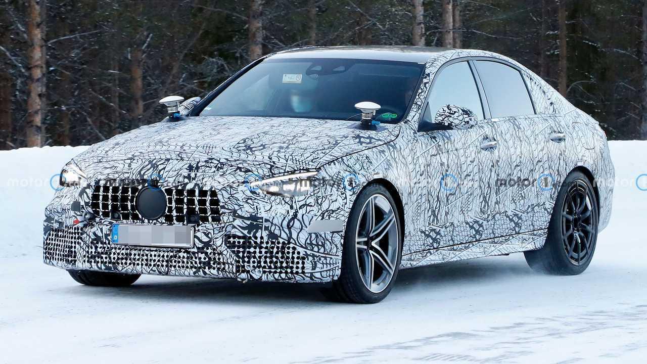 2022 Mercedes-AMG C63 Front View Spy fénykép