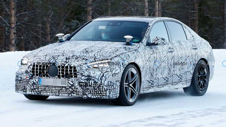 Mercedes-AMG C63 2022 Pasang Alat Uji Aneh pada Kap Mesin dan Bagasi