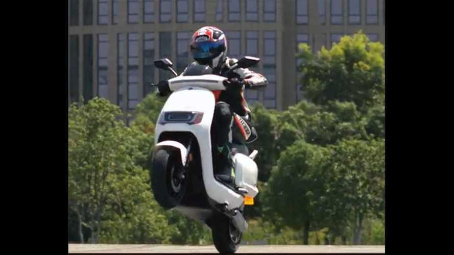 Futura Robo: Highspeed-Elektroroller schafft 75 km/h