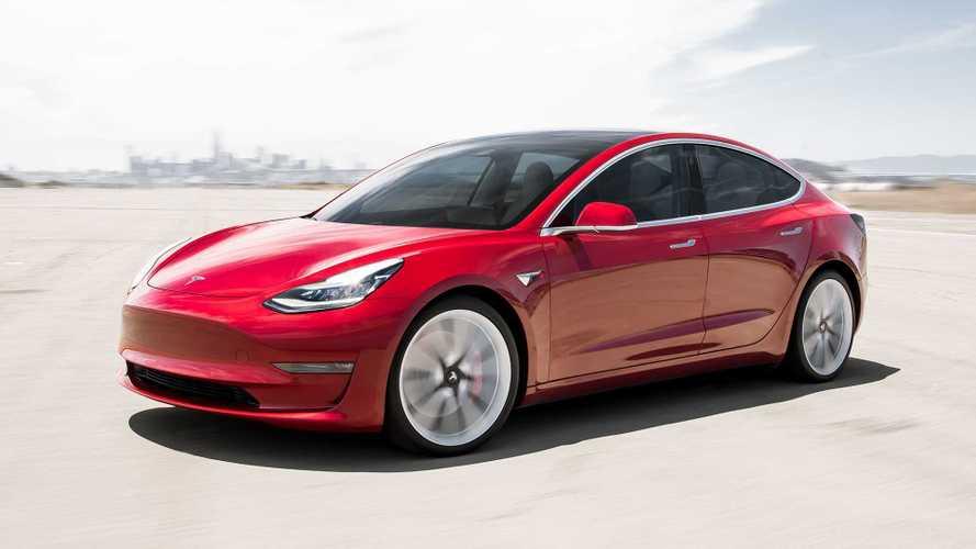 Hamarosan már a közlekedési lámpákat is felismerik majd a Tesla robotpilótái