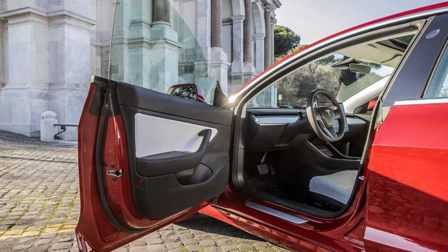 """Tesla """"ruba"""" un boss a Mercedes per alzare la qualità in Europa"""