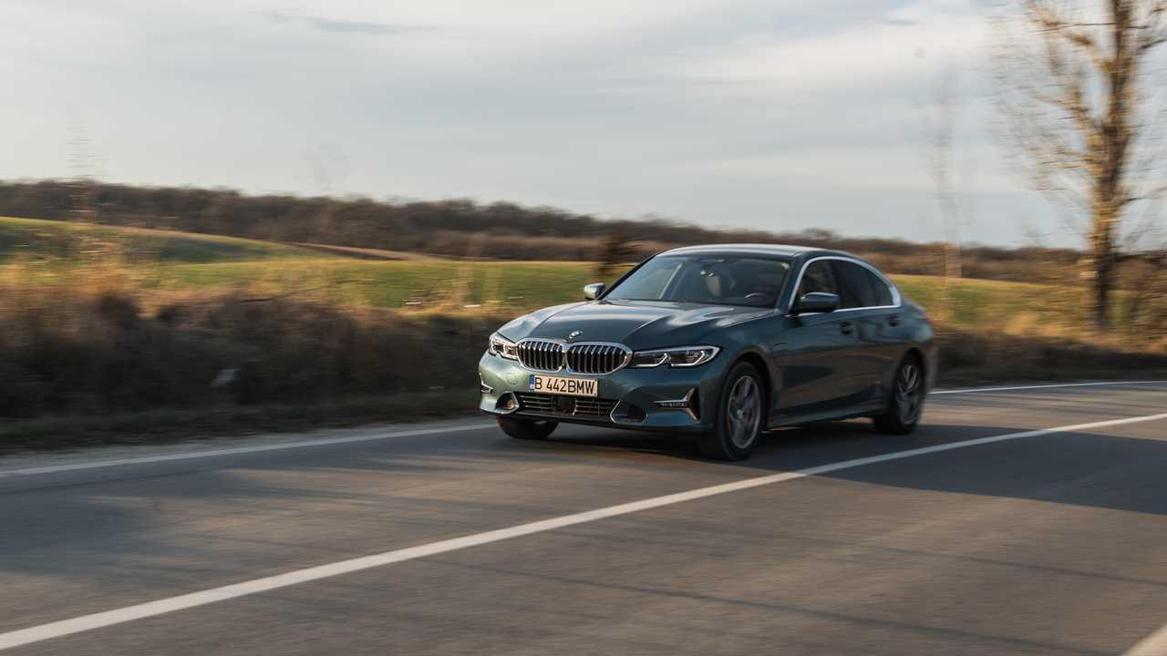 2020 BMW 330e PHEV