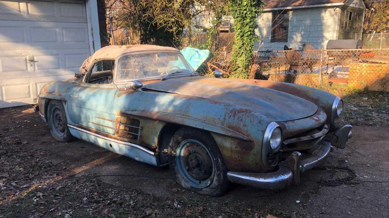 Trashed 1961 Mercedes-Benz 300SL Sells For $800,000