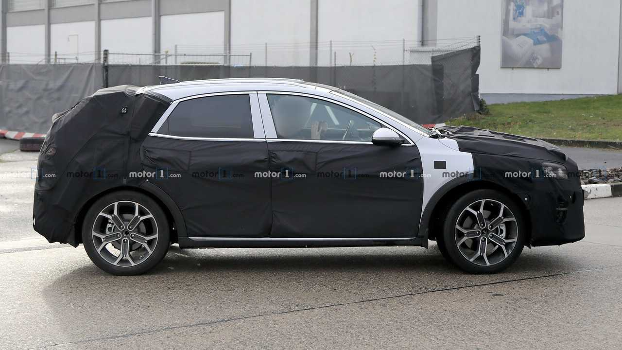Fotos espía SUV compacto de KIA para 2020