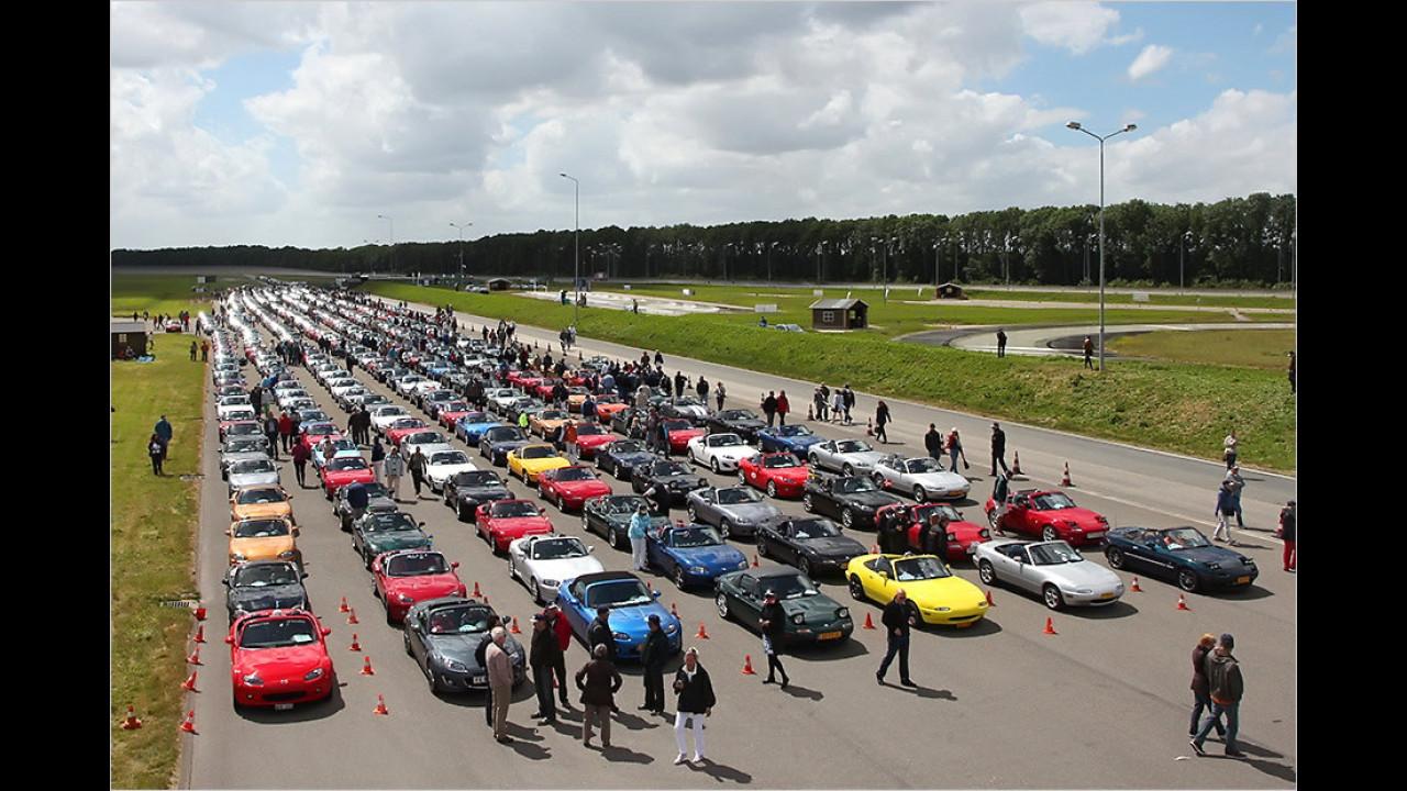 Der größte Mazda MX-5-Autokorso