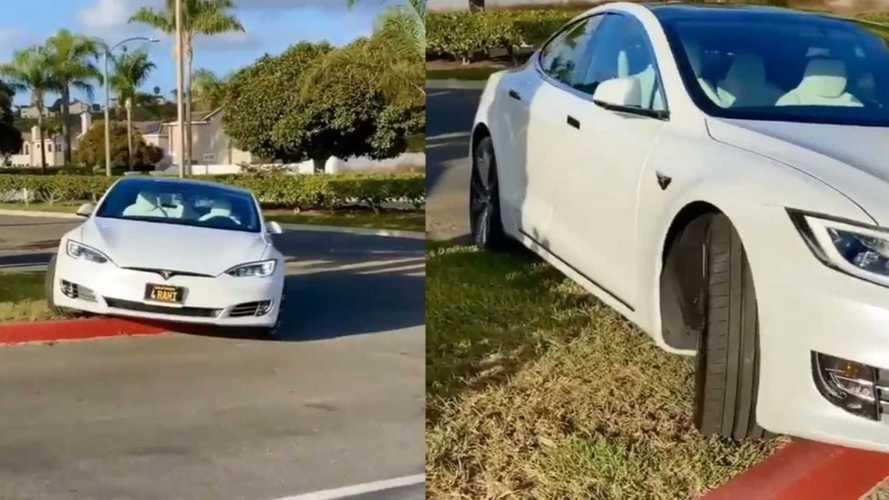 Úgy tűnik, vannak még gondok a Tesla autóhívó funkciójával