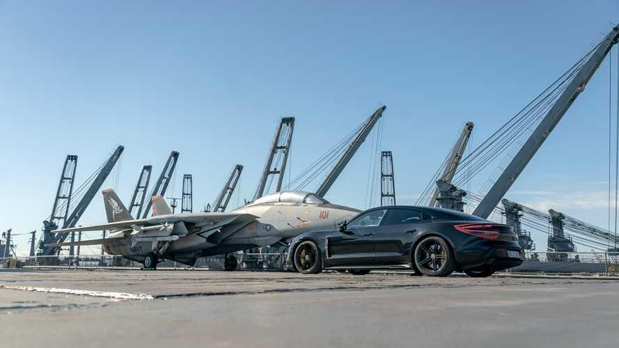 El Porsche Taycan 2020 se deja ver en la cubierta de un portaviones
