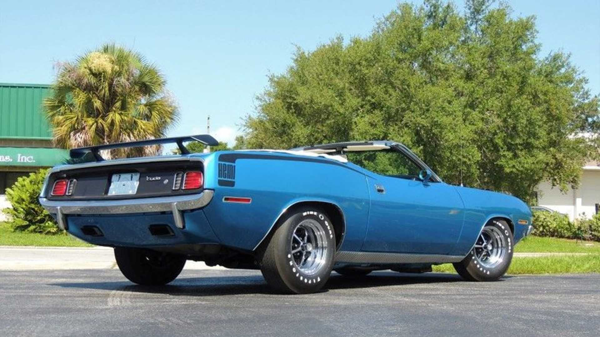 "[""Restored 1970 Plymouth Hemi 'Cuda Tribute Has Six-Figure Style""]"