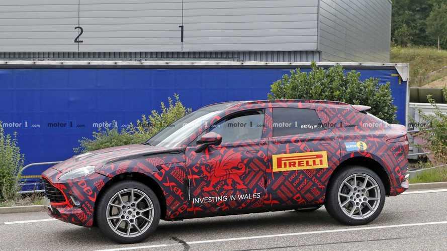 L'Aston Martin DBX se montre encore avec son camouflage