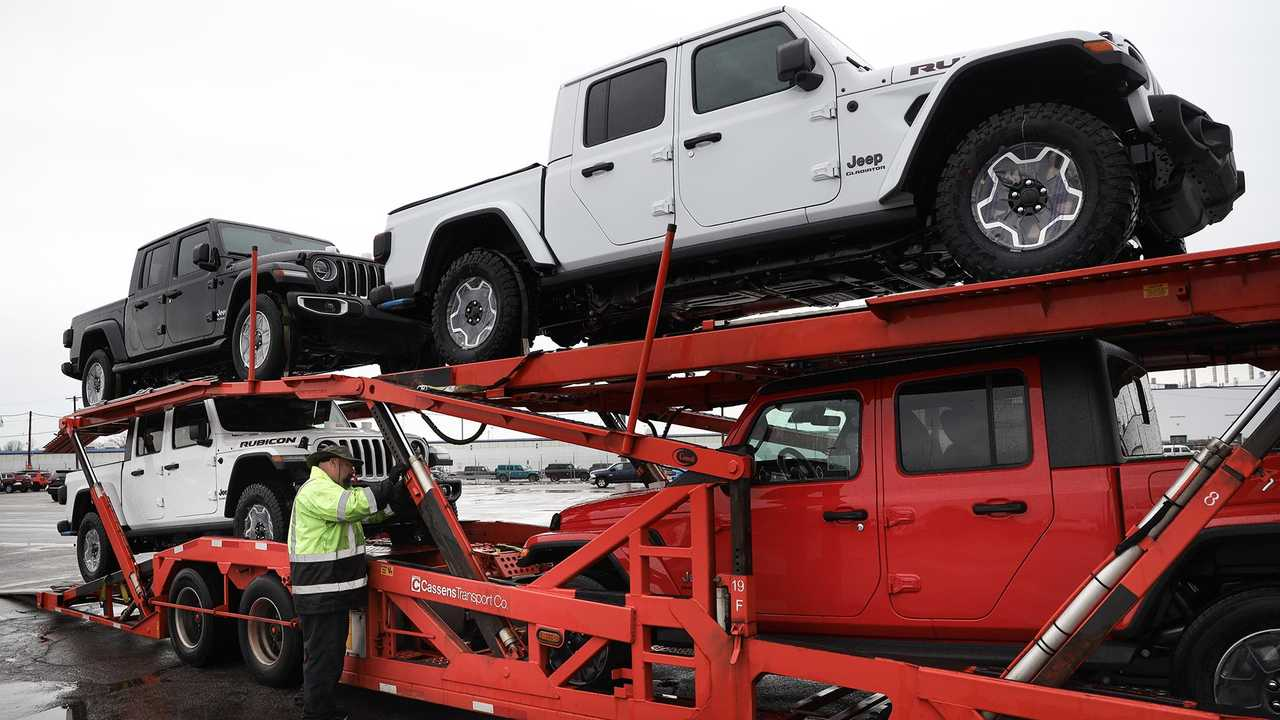 First Shipment Of Jeep Gladiators Head To Dealers