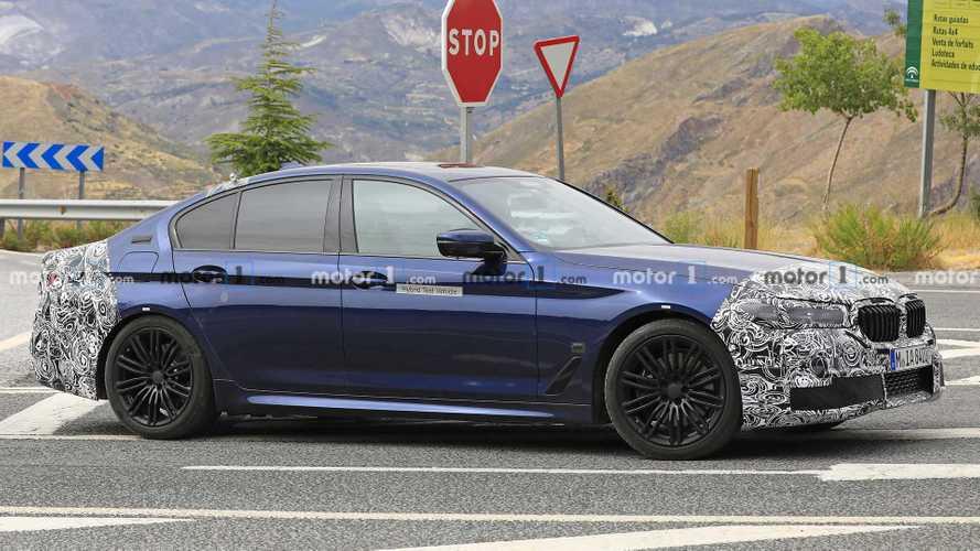 Kémfotók készültek egy frissített külsejű hibrid 5-ös BMW-ről