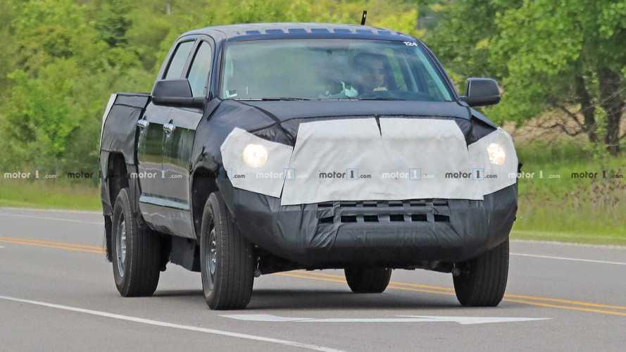 Toyota Tundra Hybrid - шпионские фото