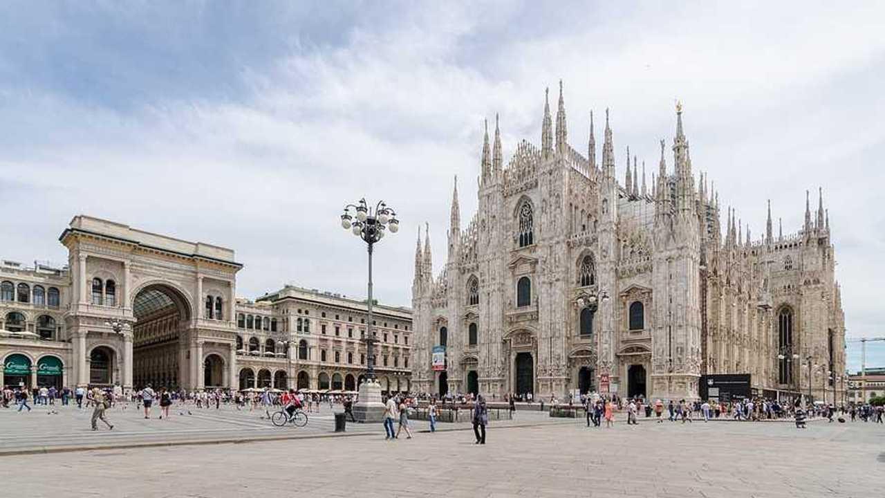 Auto elettriche a Milano, accesso ZTL, strisce blu e altre agevolazioni