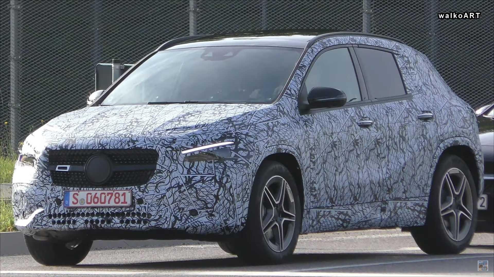 2020 Mercedes-Benz GLA Spy Shots, Rumors >> New Mercedes Gla Spied In Traffic With Full Production Body