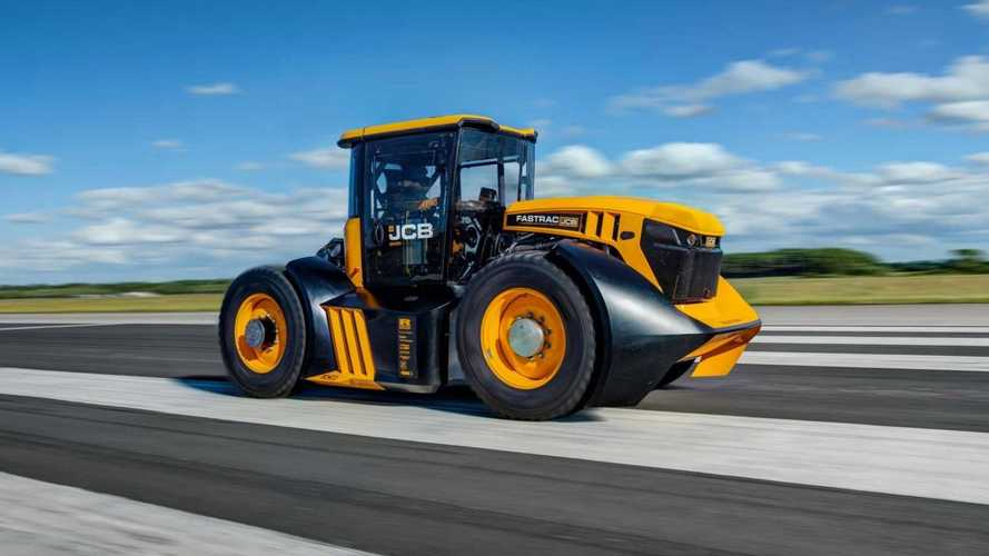 F1 team helps JCB set new record for fastest tractor