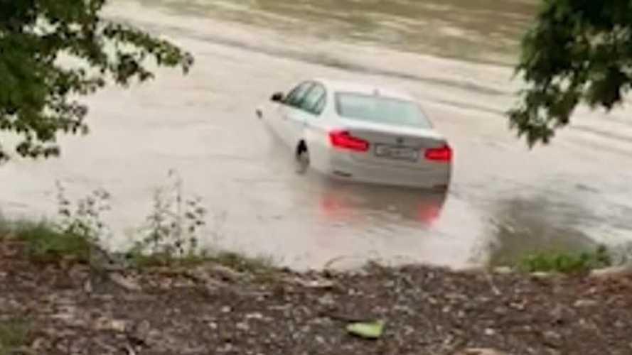 Плохой подарок: зачем парень утопил в реке новенький BMW