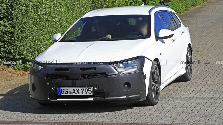 Vauxhall Insignia Sports Tourer facelift spy photos