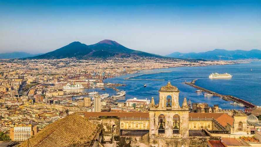 Veicoli elettrici a Napoli, accesso ZTL, strisce blu e altre agevolazioni
