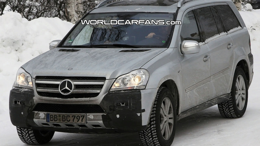 Mercedes GL Facelift Spied Winter Testing
