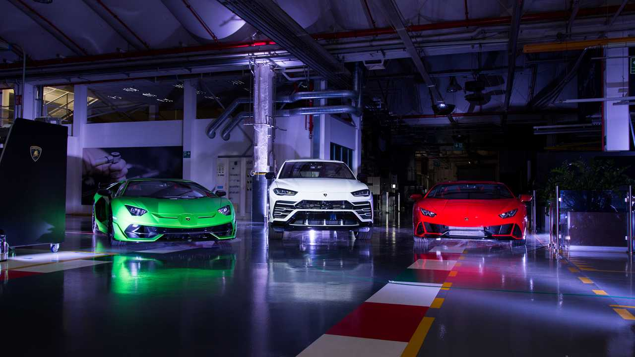 """Lamborghini """"With Italy, For Italy"""""""