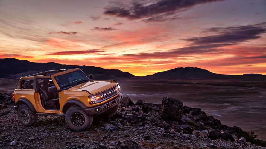 2021 Ford Bronco off-road at sunset - 5085110