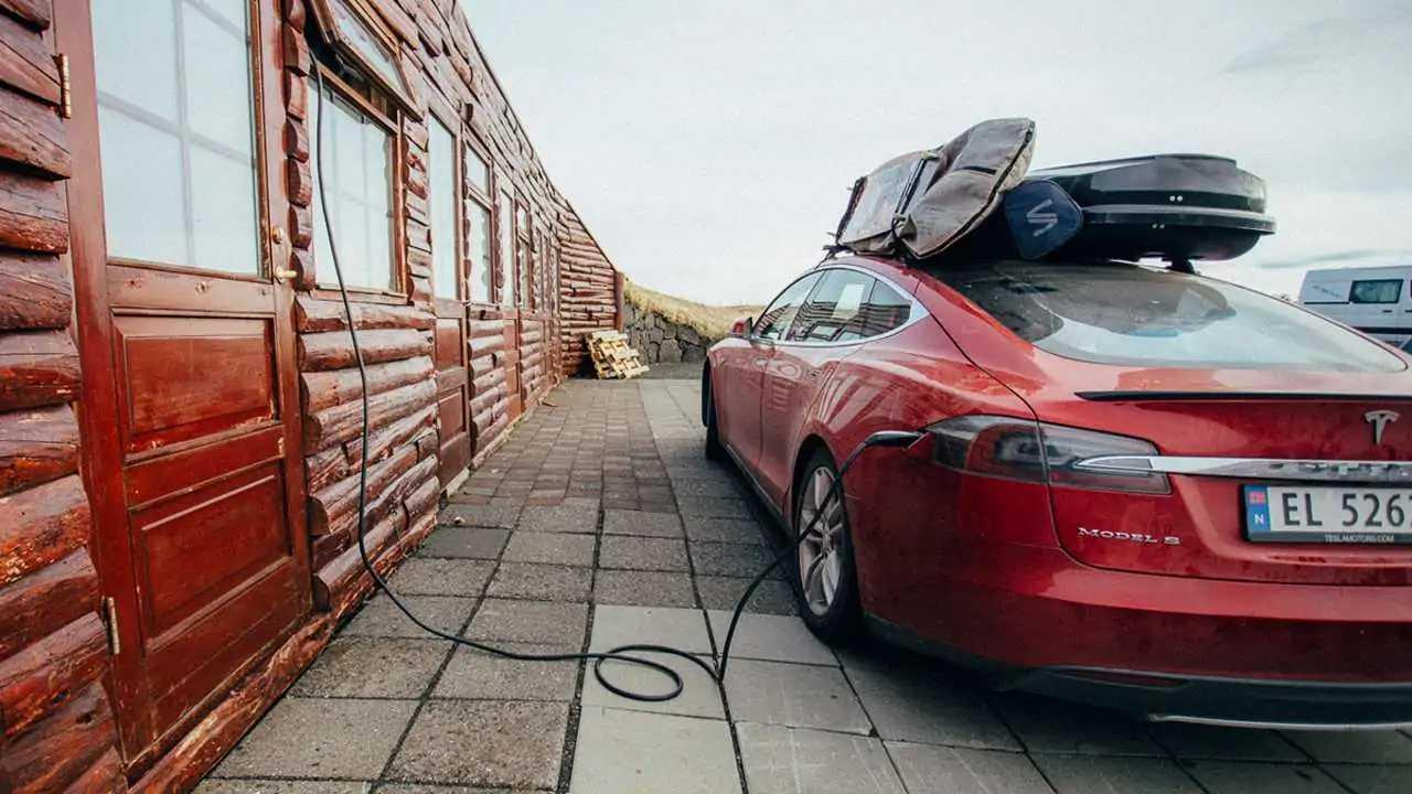 Tesla установила рекорды по производству и продажам