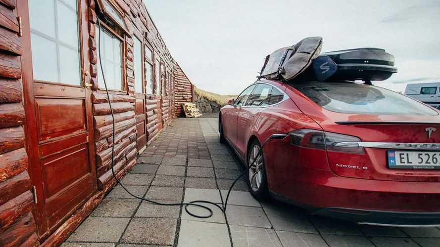 В Амстердаме участились случаи кражи кабелей Tesla
