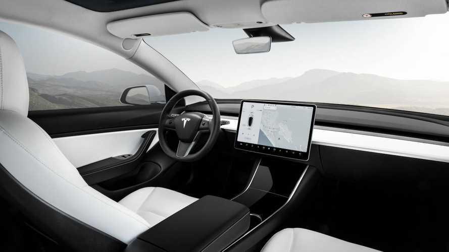 Хакеры взломали Tesla Model 3. Компания их наградила