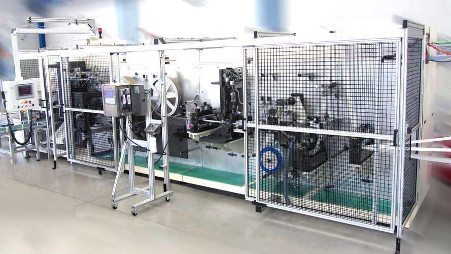 Renault installe une ligne de fabrication de masques à Flins