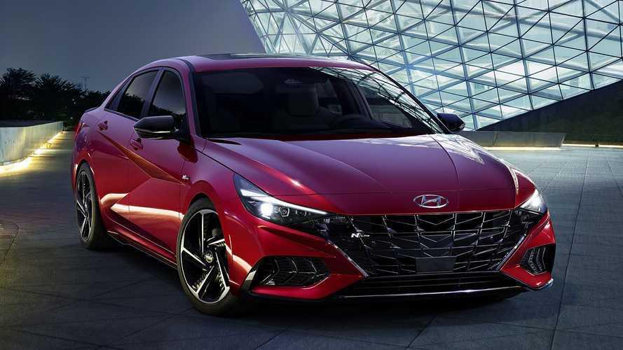 Nuova Hyundai Elantra, la berlina si fa in due: sportiva e ibrida