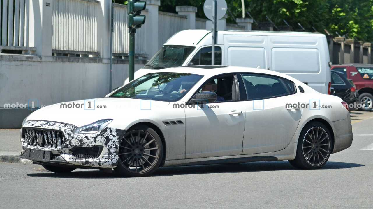Maserati Quattroporte casus fotoğraflar