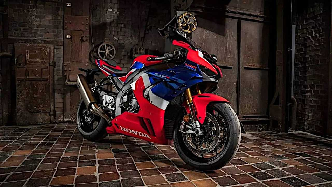 Honda CBR1000RR-R Fireblade SP low angle right side