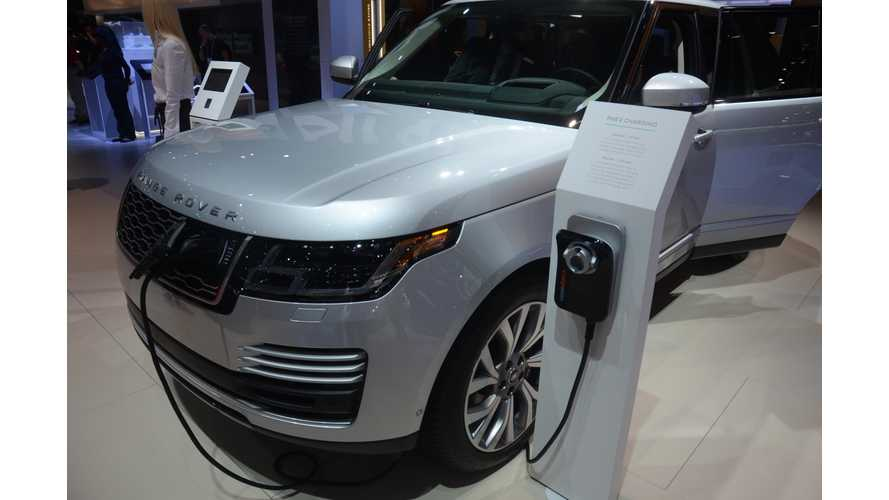 Range Rover P400e at The 2017 Los Angeles Auto Show - Photos & Videos
