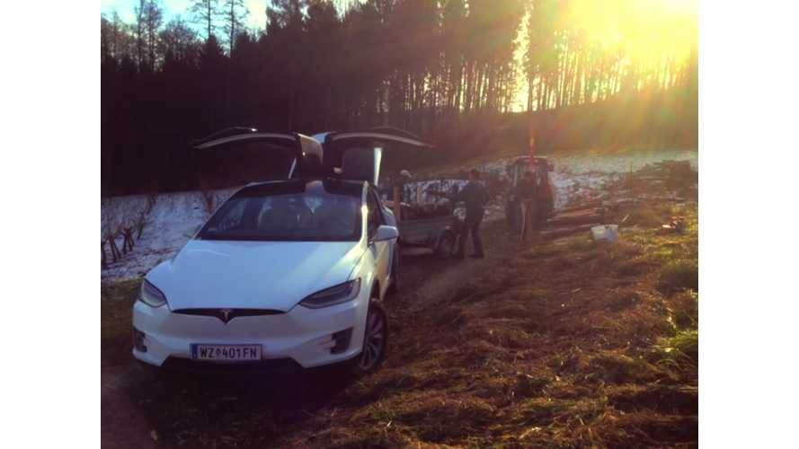Tesla Model X Offroads With A Trailer - Video