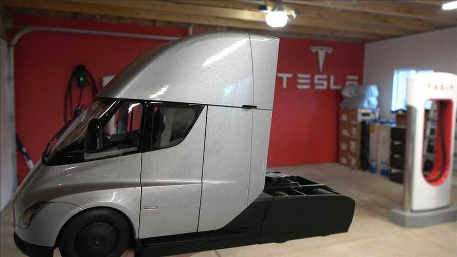 First Tesla Semi Truck Diecast Gets Delivered: Unboxing Video