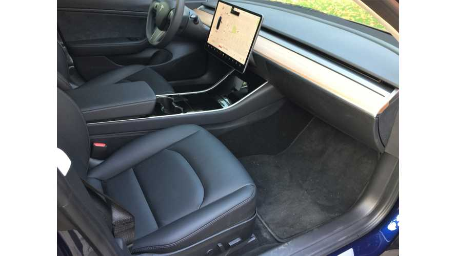 Tesla Model 3 & Model S Driver's Seats Compared - Video