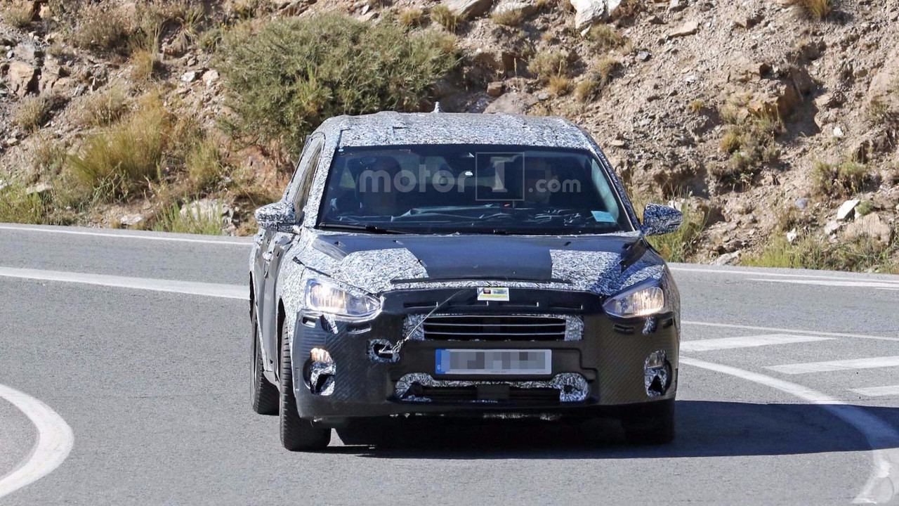Ford Focus wagon spy photo