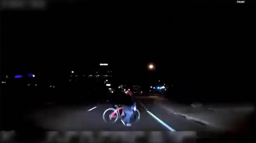 Auto a guida autonoma Uber, il video dell'incidente mortale