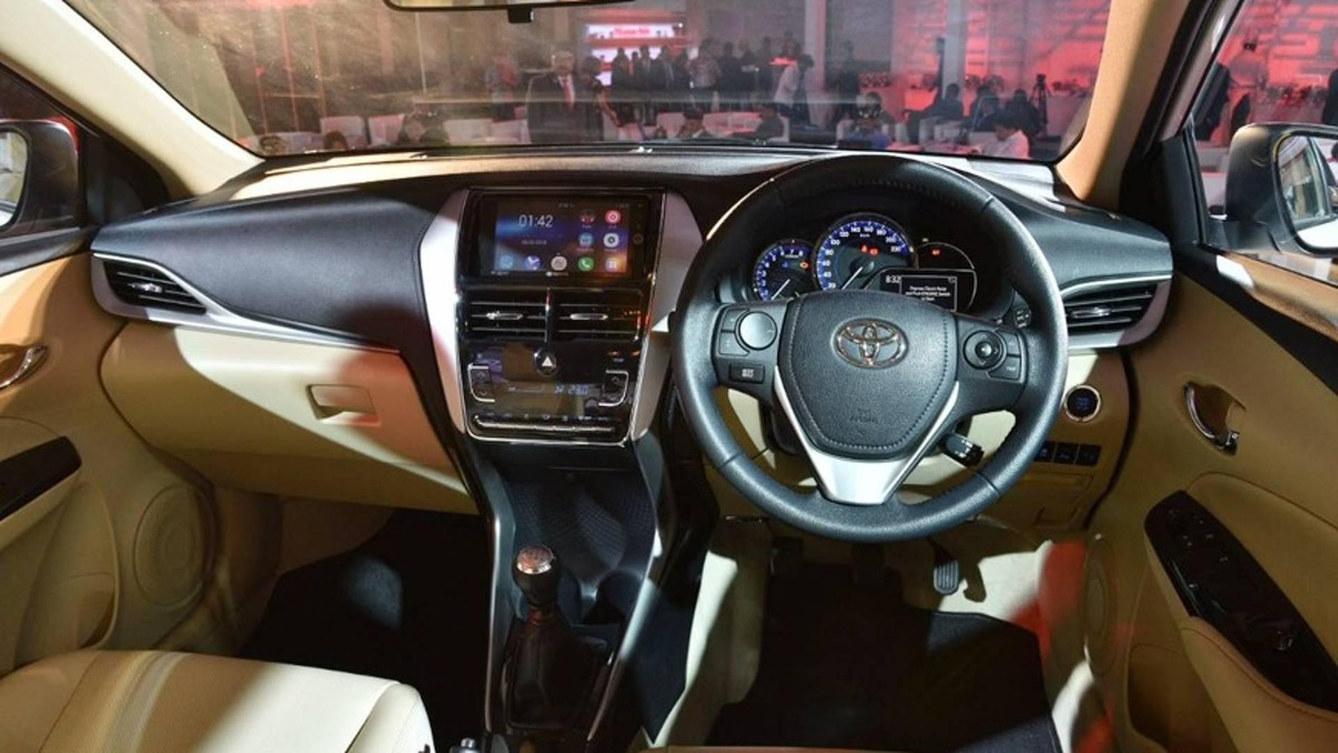 Cotado Para O Brasil Toyota Yaris Seda Estreia Na India