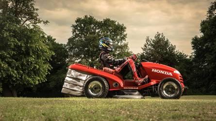Безумная Mean Mower подстригла газон в Гудвуде