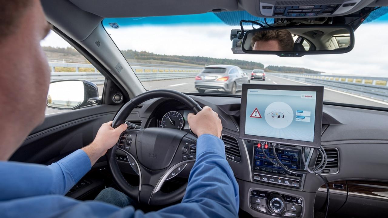 [Copertina] - Bosch, Vodafone e Huawei puntano alla guida autonoma