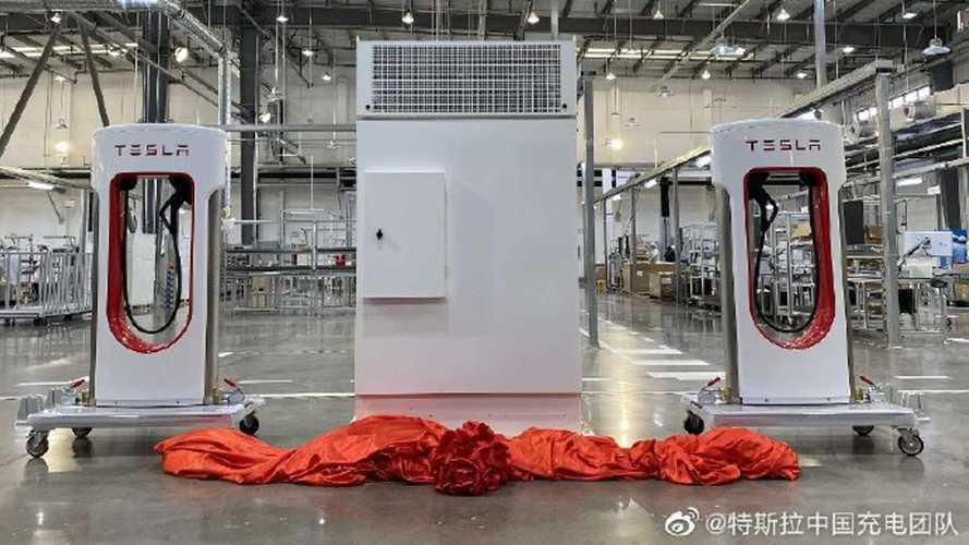 Tesla yeni Supercharger fabrikasını açtı